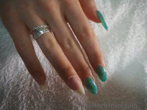 緑色のラメネイル