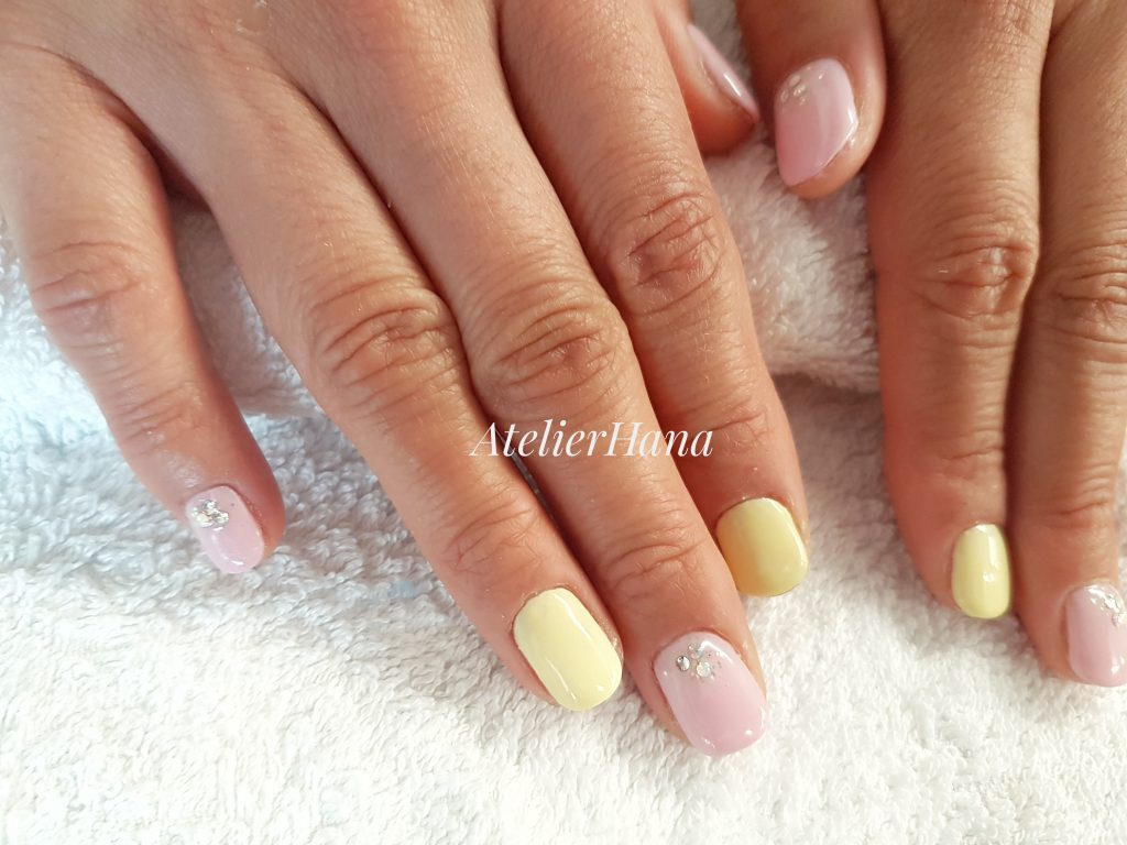 pink and yellow gel nail in amsterdam