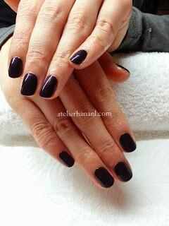 紫色のネイル