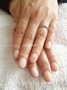 pink natural color nails with gel in amstelveen