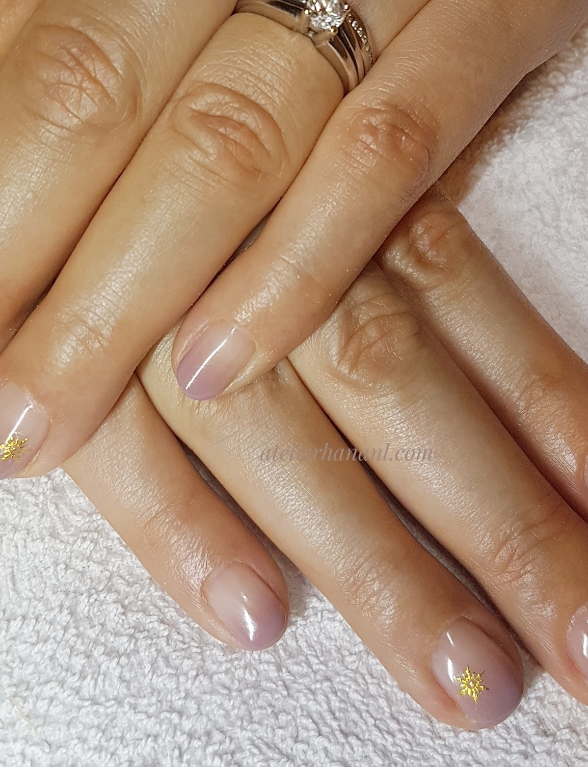 Snow Crystal gel nail