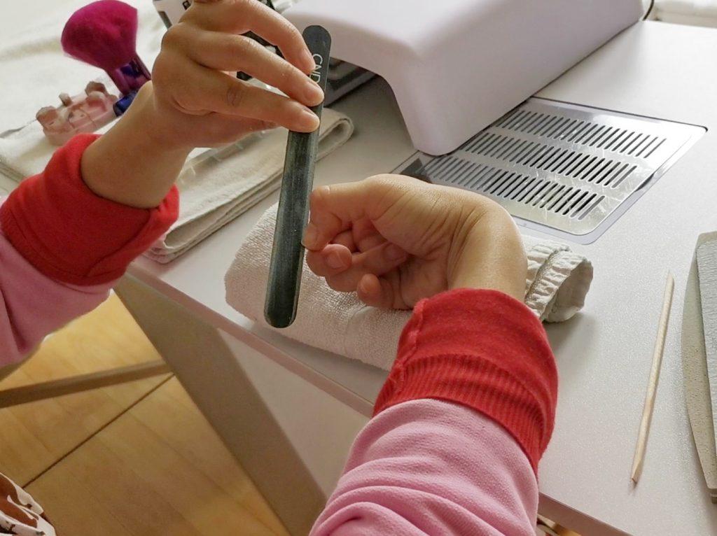 セルフジェルネイルレッスンで爪やすり